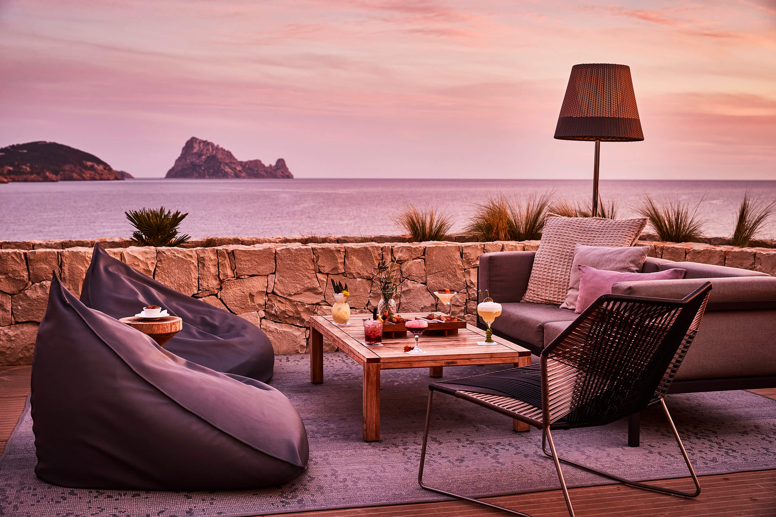 7P_Dining_PershingYachtTerrace_W